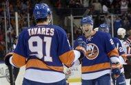 Tavares tricks Devils