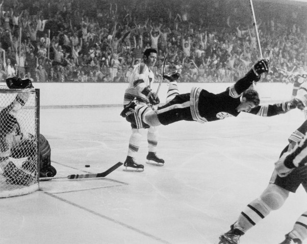 bobby_orr_in_mid-air_1970